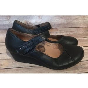 Taos Urge Black Mary Jane wedge shoes Sz 9